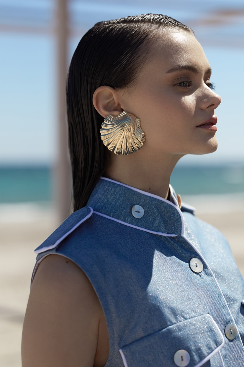 Gold clam shell earrings