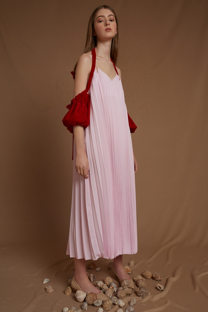 HEART LEAK pleated dress with detachable velvet sleeves
